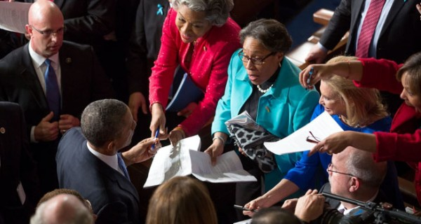 Obama-SOTU-signing-copies-600x320